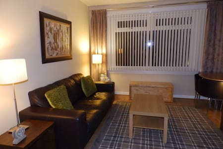 GLASGOW SOUTH 2 BED  FLAT OWN DOOR & GARDEN