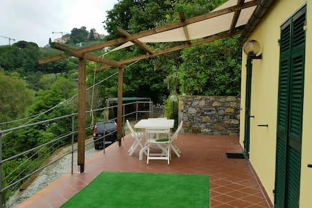 Rapallo-Affitto Villetta indipendente  x vacanze - ราปัลโล