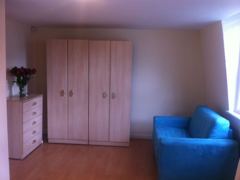 GOOD SIZE BEDROOM WITH A DOUBLE BED AND A SINGLE SOFA BED (can sleep at least 3 people)