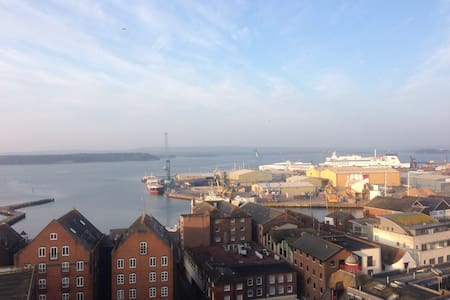Incredible penthouse views! - Poole