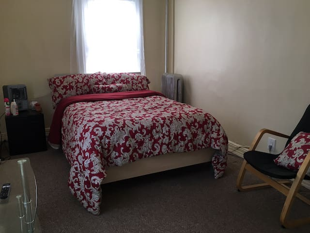 NO CLEANING FEE! 3 minute walk to subway station!
