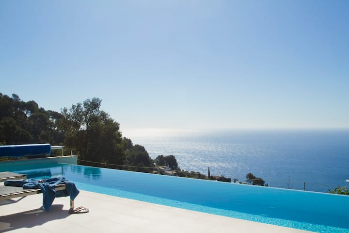 Begur Villa with Infinity Pool and Stunning Wiews