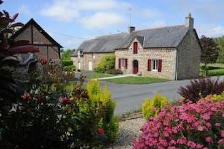 Gite des portes de Bretagne - La Selle-en-Luitré - Huvila