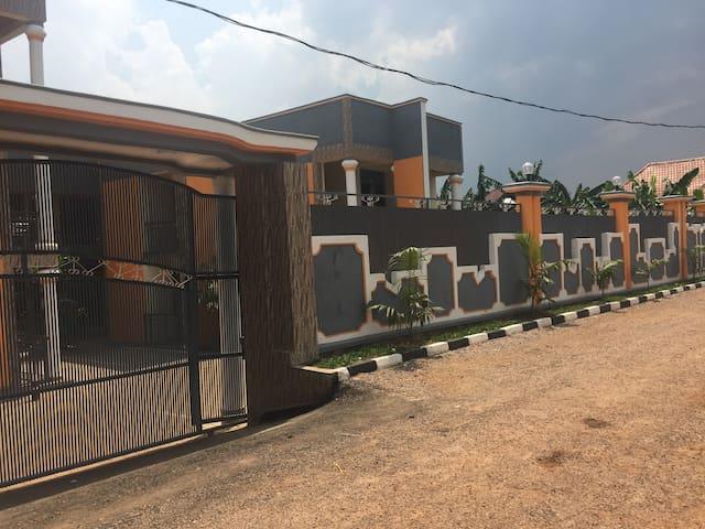 Mwamikazi House