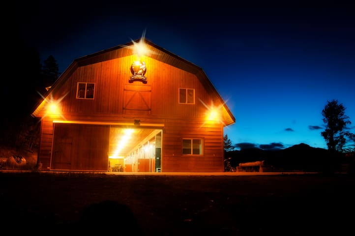 Best Cozy barn in the mountains of British Columbi