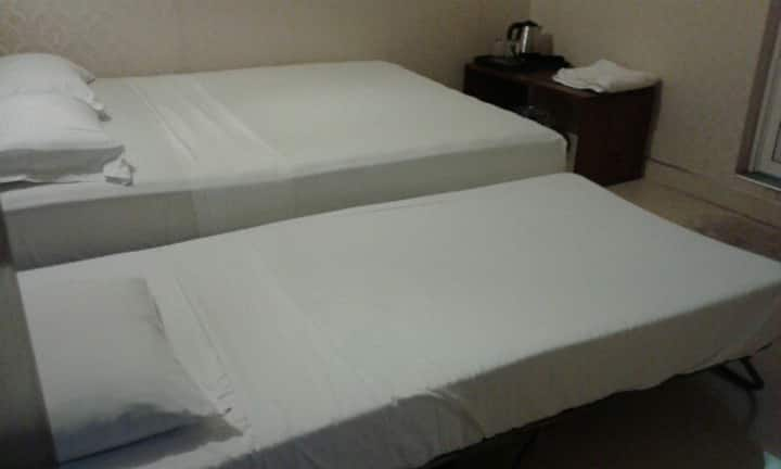 Victory B&B Twin AC Rm In The Centre of Kandy Town