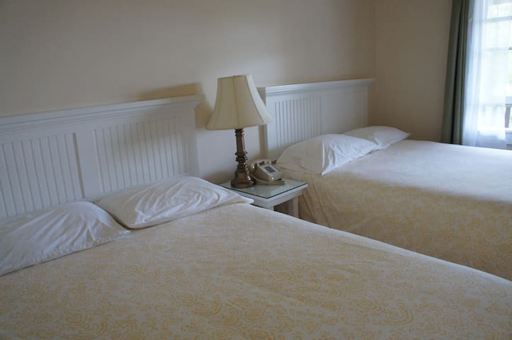 Camden 2 bed/bath guest room at Birchwood