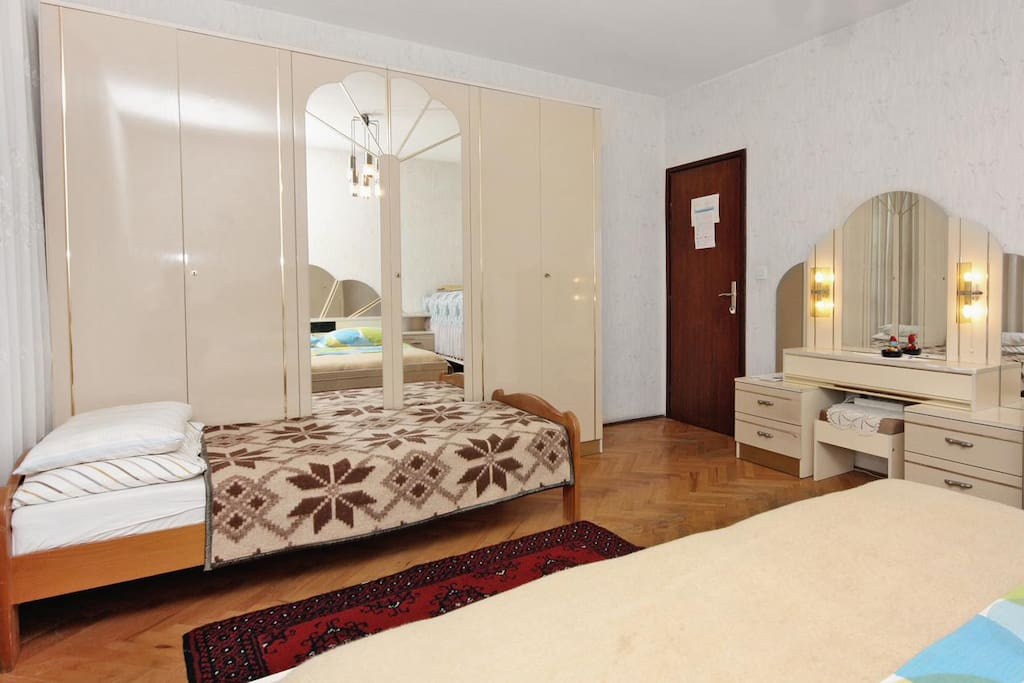 Bedroom 1, Surface: 19 m²