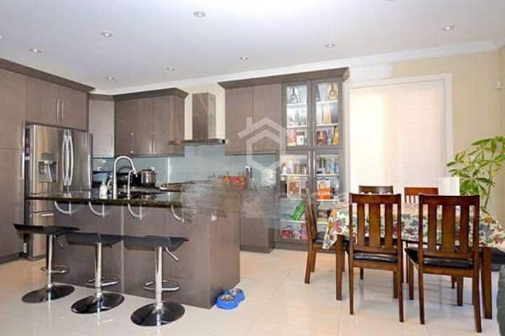 1 Single Private Bedroom +1.5 Bath near Yonge St