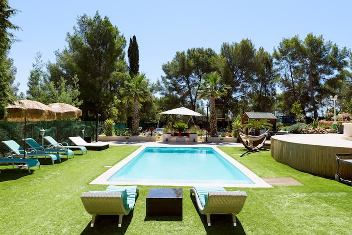 Belle villa sur 1 hectare de terrain  avec piscine
