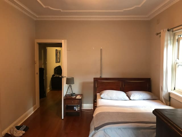 Sunny, Spacious Room in Bondi