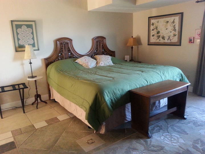 The Dog Patch -King-Ensuite-Superior-Mountain View