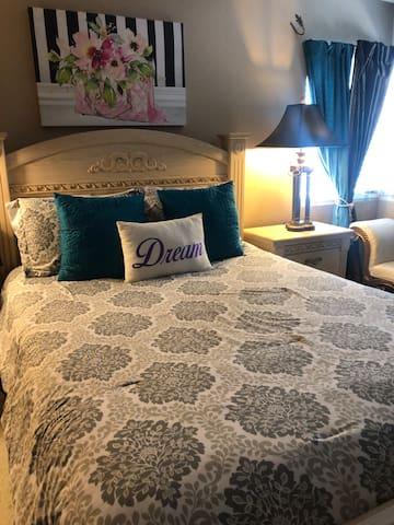Dream Master Suite Room with Private Bath!
