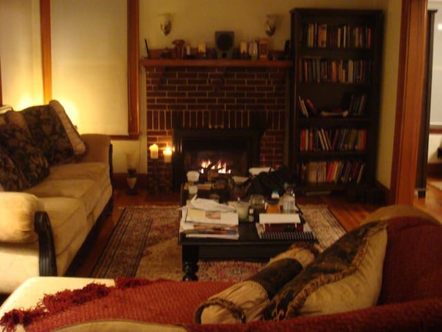 a poet's home: enchanting 2BR with rare fireplace