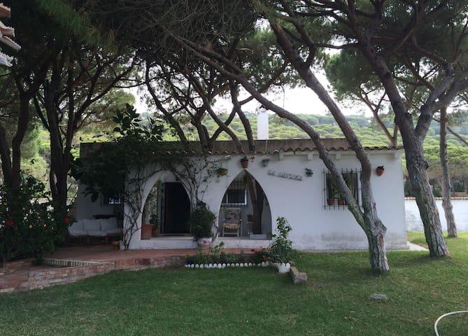 Chalet con maravilloso jardin a 250 m. de la playa - Los Caños de Meca - Xalet
