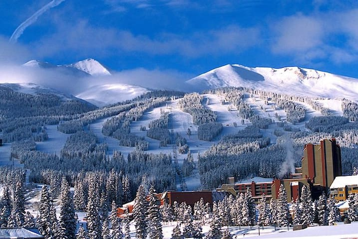 *Village at Breck*SLEEPS 8*heated pool*KING beds* - Breckenridge - Apartment