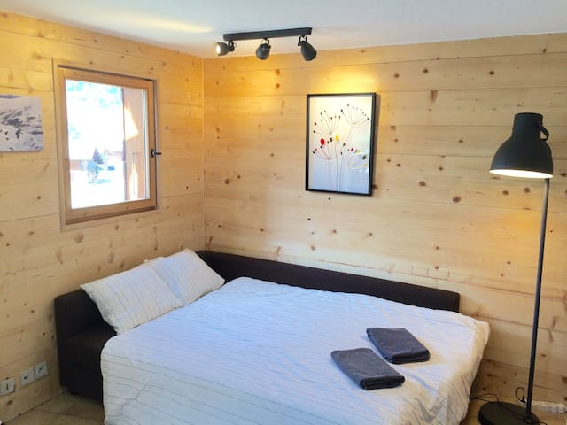Sunny, modernised apartment L'Eterlou, Morzine