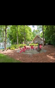 Lakeside serenity with outdoor amenities. - Eatonton - Haus