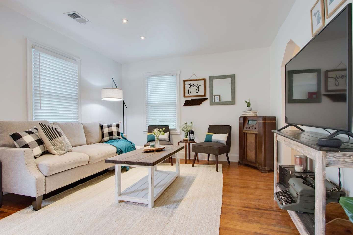 Roomy, bright and open living room for lounging.