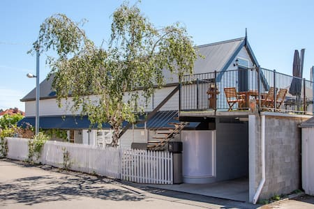 Cottage with spa in Nth Hobart restaurant precinct