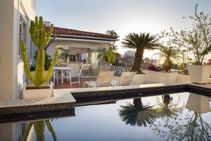 Villa de charme vue mer au coeur de Buzios/Ossos