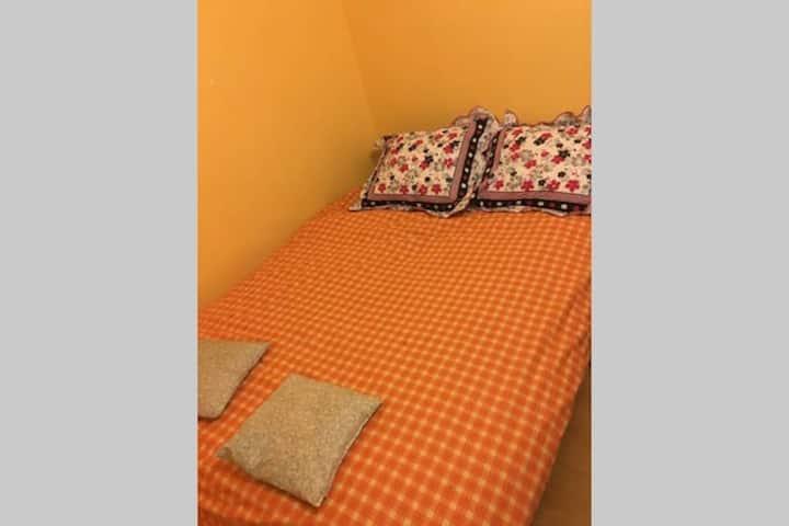 Chambre spatieuse, lit double avec vue sur Jardin