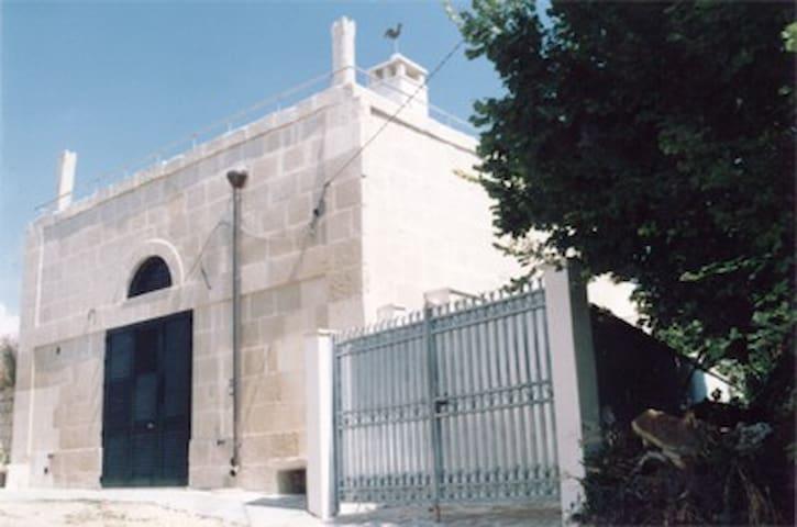 A 200 year old converted barn in Otranto - Otranto - Villa