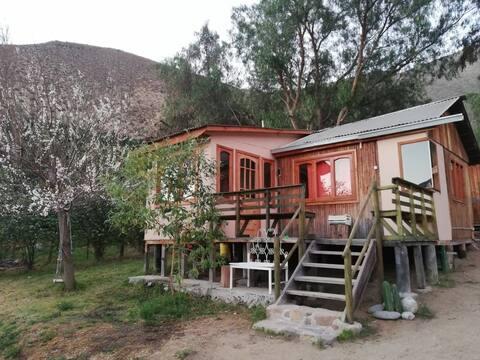 """Cabaña bajo la montaña """"Mamalluca"""", Valle de Elqui"""