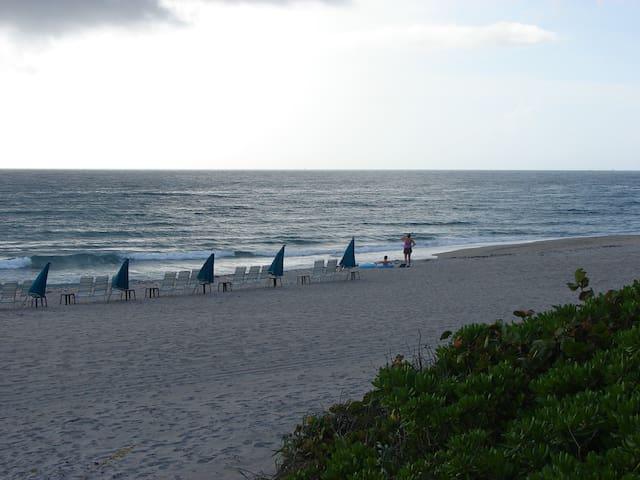 Beachfront 2 Bedroom Condo - Juno Beach - Apto. en complejo residencial