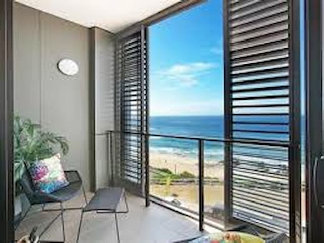 Brand new Beachfront Apartment - Newcastle East - Leilighet