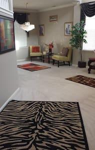 2 Story Quiet, Clean Upscale area - Fresno
