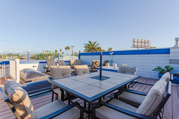 Private Rooftop w/Stunning Bay Views~Steps to Sand