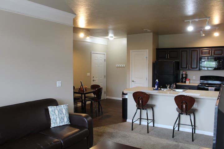 Campus Living! Perfect for You and Your Buddies!