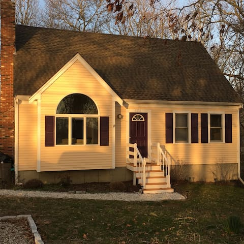 Large Group Friendly Cape Cod Cottage on the Pond - Mashpee - House
