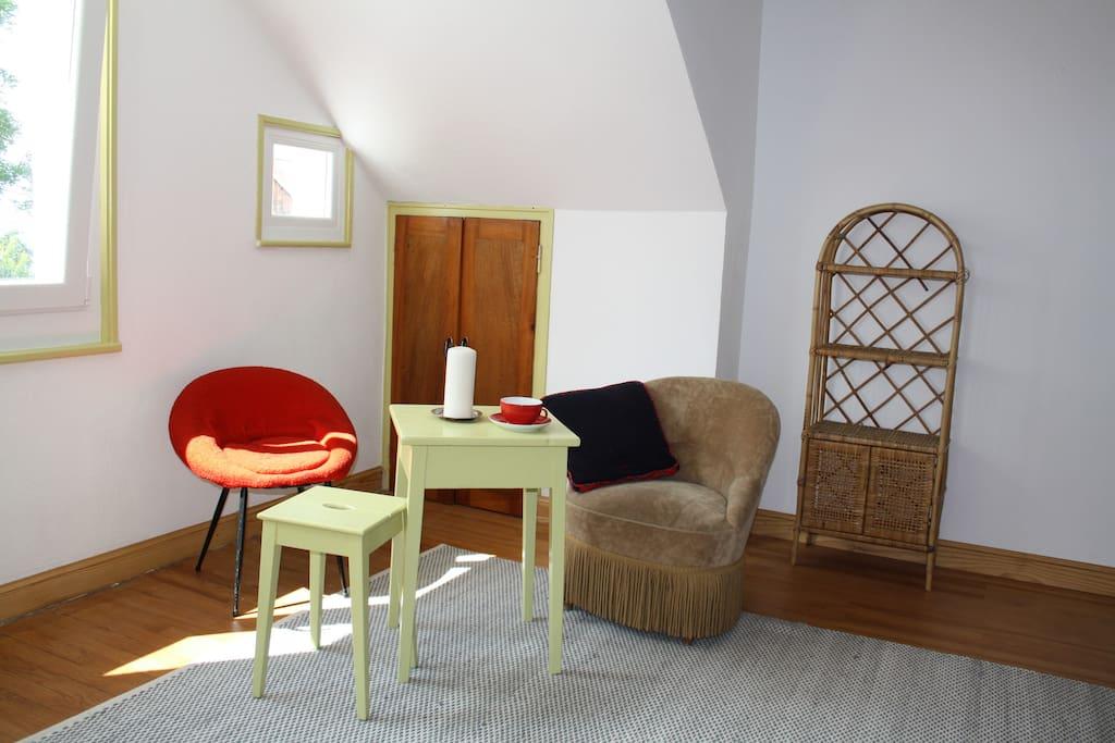 Wohnraum mit Doppelbett / chambre  / bedroom