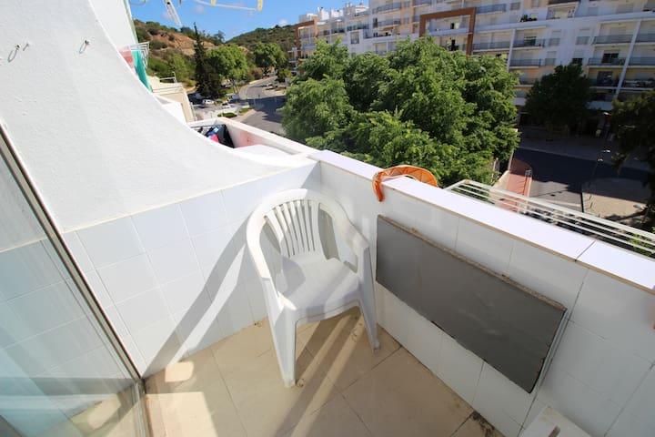 Nice studio with balcony & Wifi
