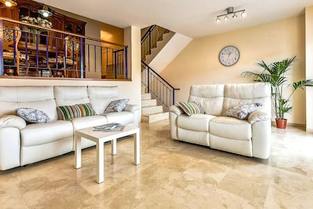 Spacious townhouse overlooking the ocean and Teide - Palm-Mar