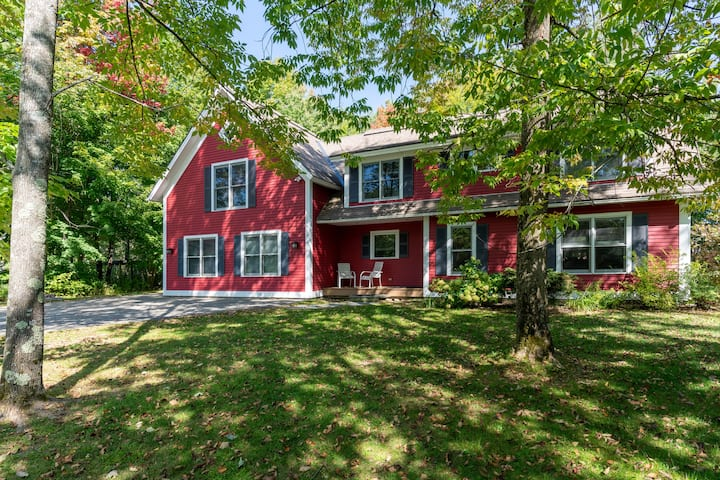 Expansive Stowe home, amazing location and hot tub