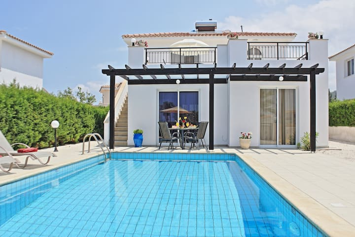 Villa Amaryliz: Near beach, private pool, A/C