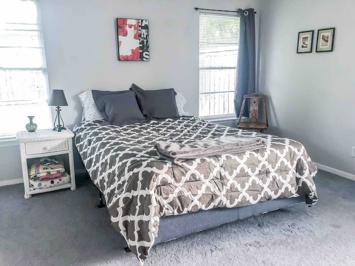 Master bedroom, Private bath, Easy Dallas access!