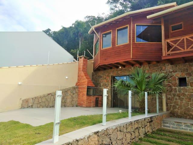 Casa de frente para o mar, em Gov Celso Ramos