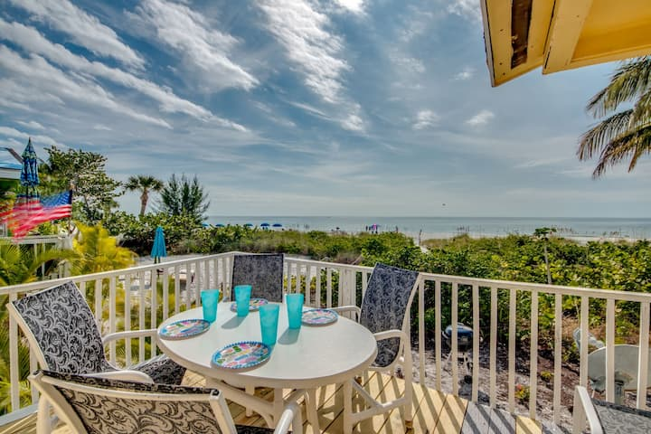 Roelens Vacations - Beach Front Bungalow - Fort Myers Beach