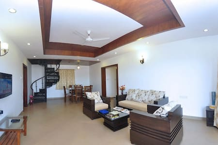 Private room in villa over looking the valley - Mahabaleshwar