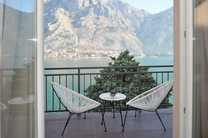 SEAFRONT ONE BEDROOM&BALCONY APARTMENT - HOUSE 44