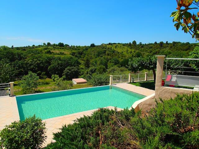 Vaste villa ★★★ avec piscine entre Gard et Ardèche