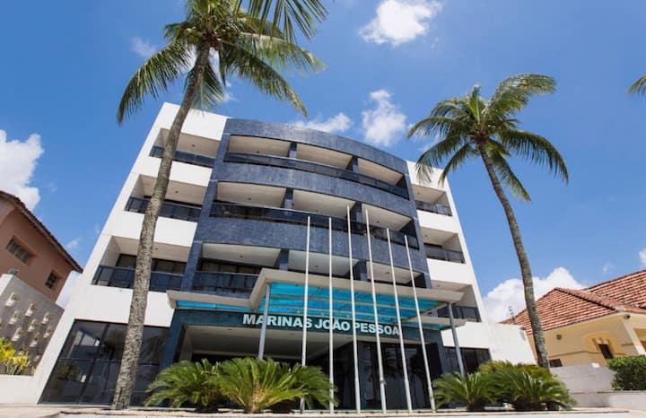 Apartamento em prédio à beira mar no Cabo Branco