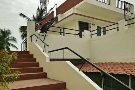 Independent furnished bedroom, kitchen & bathroom. - Chennai - Hus