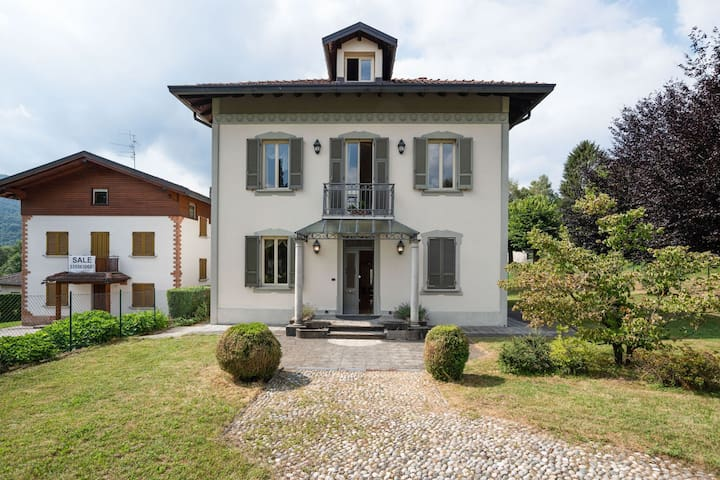 Inviting Villa in Lanzo d'Intelvi with Library and Garden