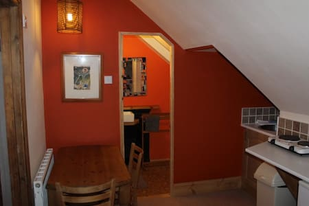 Dartmoor + Cycle Route 27 - cosy top floor flat - Okehampton - Andere