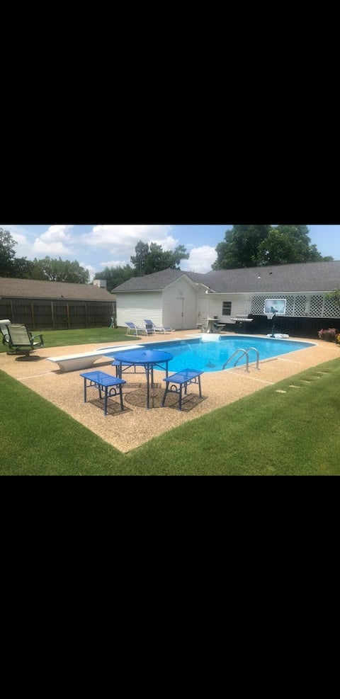 Stylish, welcoming 3 bedroom home right in the heart of Fort Smith